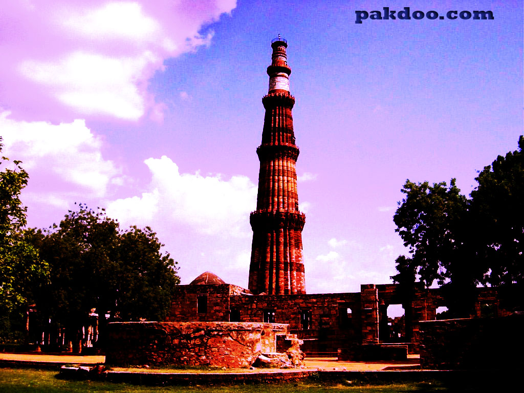 Historical place to visit in Delhi Qutub Minar