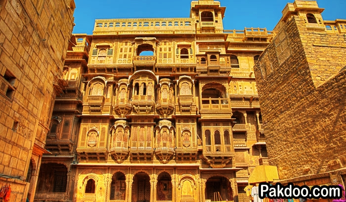 Patwon ki Haveli is situated in the Jaisalmer city. this is a largest city in the Jaisalmer.
